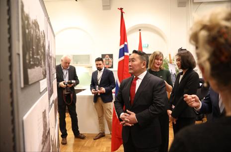 President Battulga Khaltmaagiin besøker Kulturhistorisk museum i Oslo